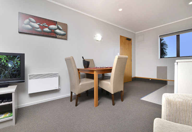 Knightsbridge Court Motel RBPHOTO 1
